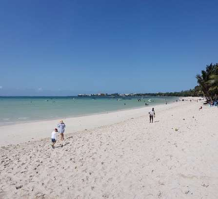 3br executive beach penthouse apartment for rent in Bamburi Beach. 2430 image 7