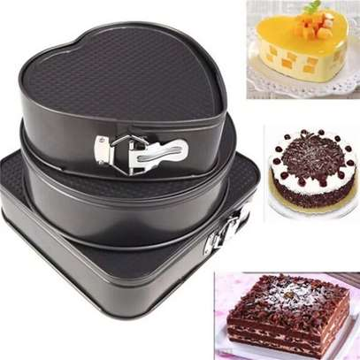Generic A Set Of 3 Different Shapes Of Baking Tins image 3