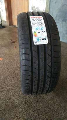Maxxis 245/40R20 image 2
