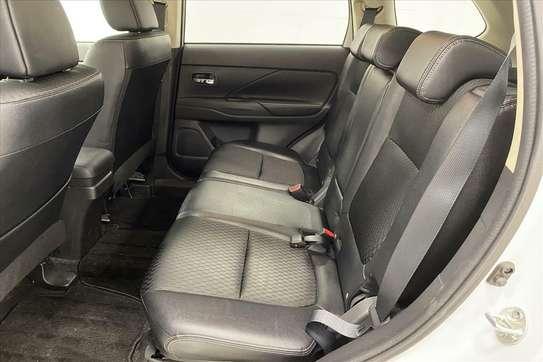 Mitsubishi Outlander image 7
