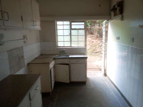 3 bedroom plus sq to let image 4