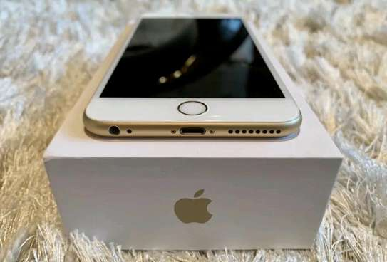 Apple IPhone 6s Plus Gold 128 Gigabytes And Airpods image 4