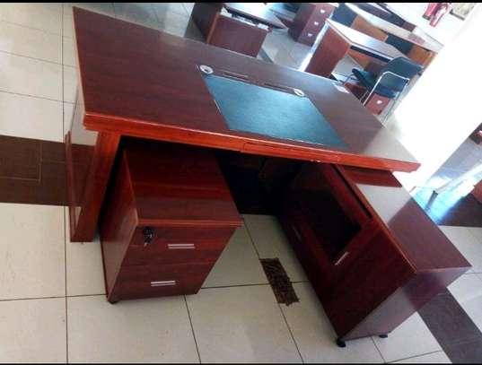 Executive office desk 1.6m image 1