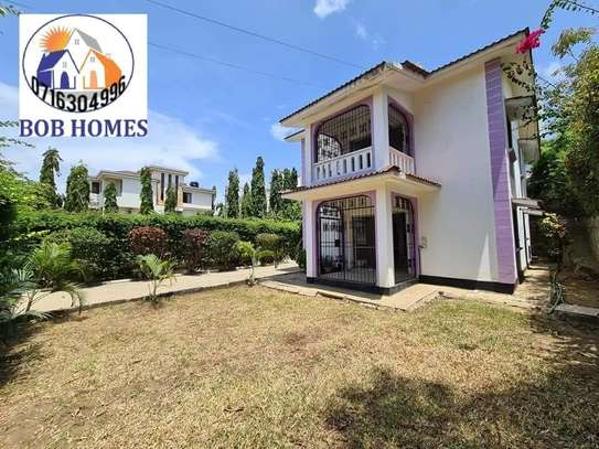 3 bedroom house for rent in Nyali Area image 7