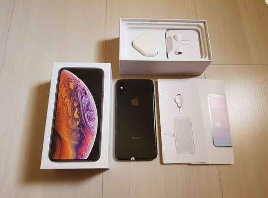 Iphone Xs image 2