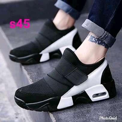 women sports shoe image 3