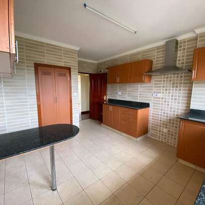 Smart and clean 3 bedroom apartment all ensuite image 4