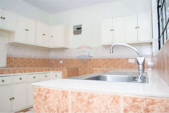 Stunningly Beautiful  3 Bedrooms Apartments In Brookside drive image 2