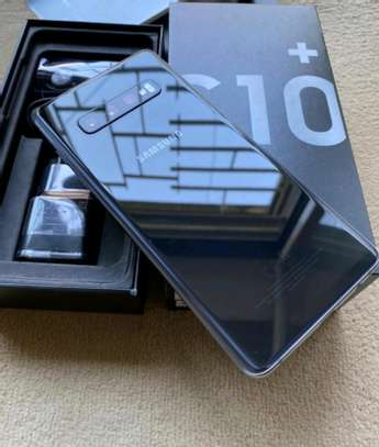 Samsung Galaxy S10 Plus 1Terabyte and Gear Vr image 2