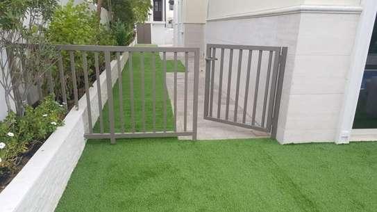 Indoor/Outdoor Artificial Grass Turf Area Rug image 5