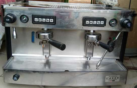 Commercial coffee brewer machine