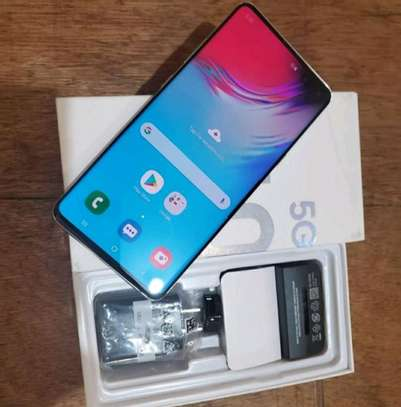 Samsung Galaxy S10 5G  ¤ 512 Gigabytes  And Wireless Charger image 1