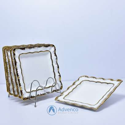 Square dinner plate with gold image 1