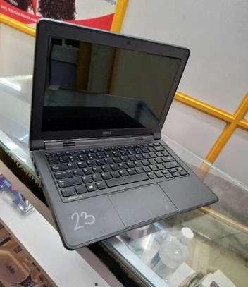 Laptop Dell Latitude 3180 4GB Intel Pentium HDD 320GB image 1