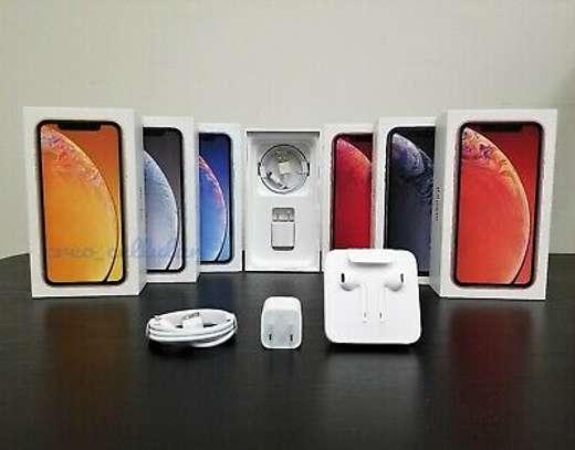 apple iphone xr image 1