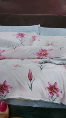 Binded duvet with 1 bedsheet n 2 pillowcases 6*6 image 5