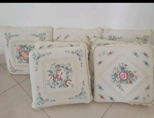 CUSHIONS WITH CUSHION COVER image 1