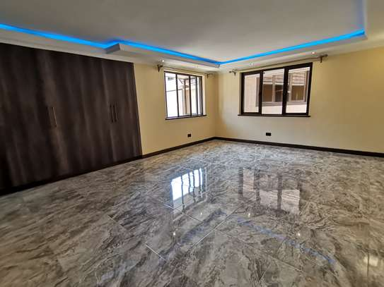 NEWLY BUILT CONTEMPORARY 4 BEDROOM TOWNHOUSE WITH DSQ image 11