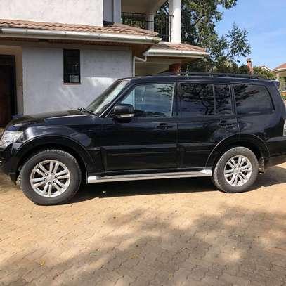 2013 Black Mitsubishi Shogun image 4