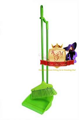 Long Handled Broom And Dustpan Set. image 2