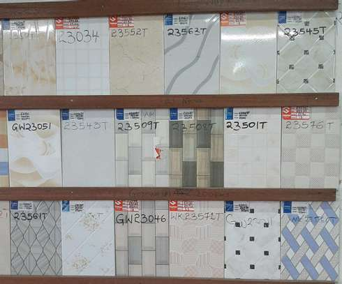 Wall tiles size 200 by 300mm( covers 1.50m²) image 1