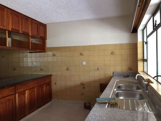 5 bedroom apartment for rent in Nyari image 4