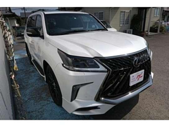 Lexus Lx570 2018 Pearl image 1