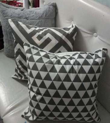 QUALITY IMPORTED THROWPILLOWS image 1