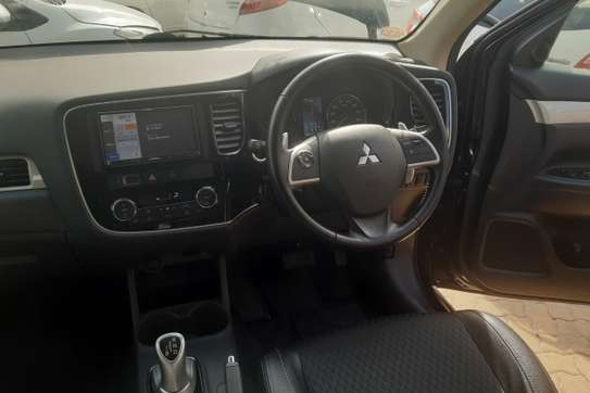 Mitsubishi Outlander PHEV image 2
