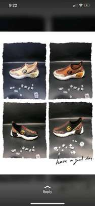 Louis vuitton sneakers image 2