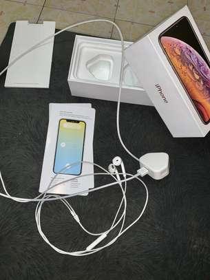 iPhone XS 64GB Gold image 2