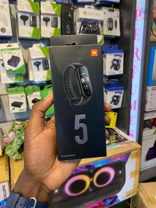 Band 5 smart watch image 1
