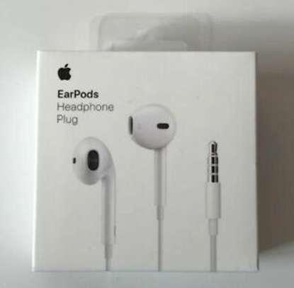 Apple Earpods With 3.5mm Headphone Plug image 6