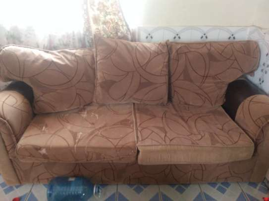 A WELL KEPT SIX SEATER SOFA FOR SALE