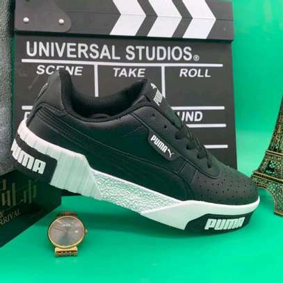 Ladies Puma shoes image 5
