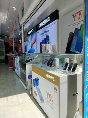 QUEENS MOBILE STORE image 3