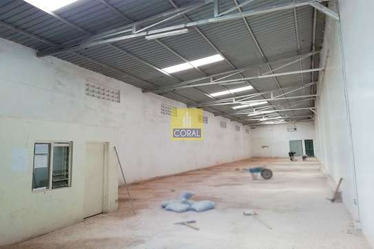 4000 ft² warehouse for rent in Kikuyu Town image 3