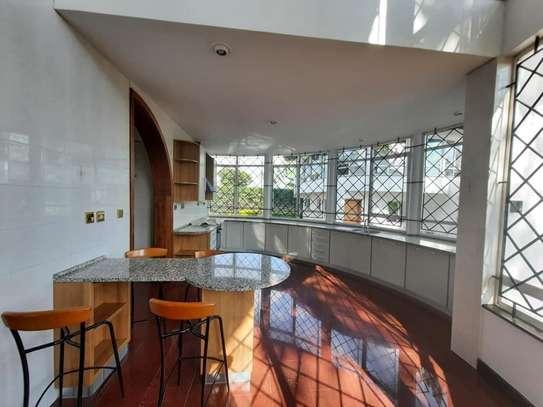 Runda - House image 11