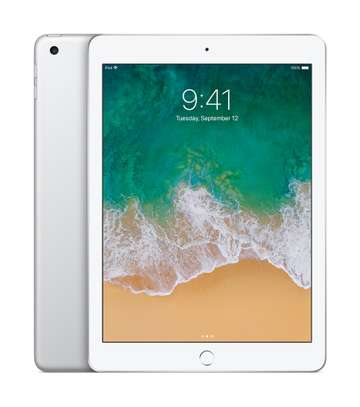 iPad 5th gen 32gb WiFi only image 1