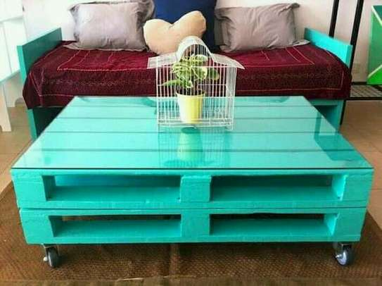 Beautiful Quality Pallet Table image 1