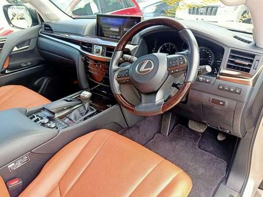 Lexus 570 image 5