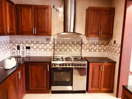 Furnished 3 bedroom apartment for rent in Hurlingham image 4