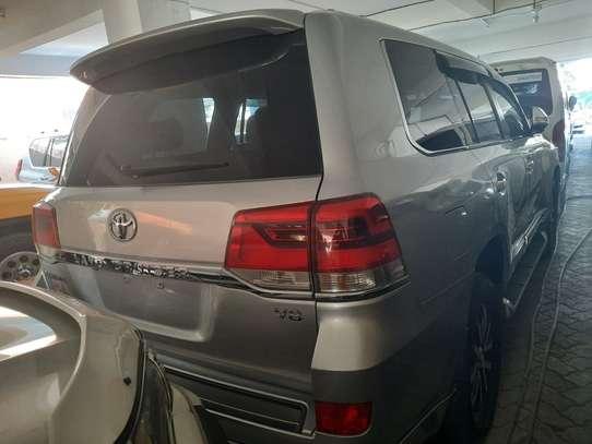 Toyota Land Cruiser Sahara image 5