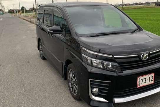 Toyota Voxy image 13