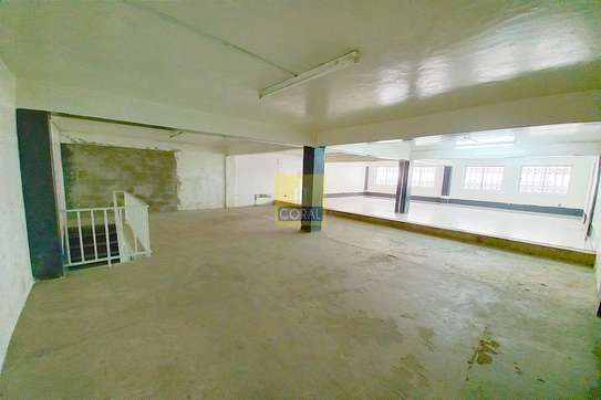 2140 ft² shop for rent in Industrial Area image 7