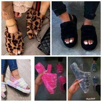 Ladies fluffy sandals image 2
