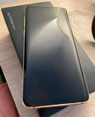Samsung Galaxy S9 Plus ¤ Gold 128 Gigabytes  And Wireless Charger image 3