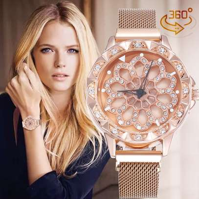 Magnet  Band Quartz Ladies Luxury Gold Watch