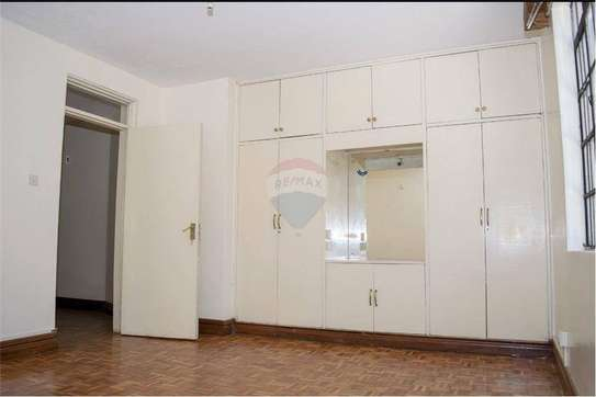 Stunningly Beautiful  3 Bedrooms Apartments In Brookside drive image 12