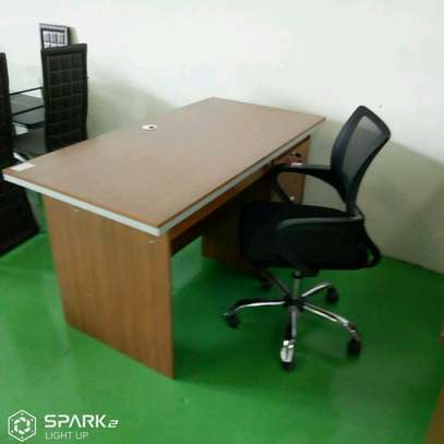 Office Chairs and desk image 2